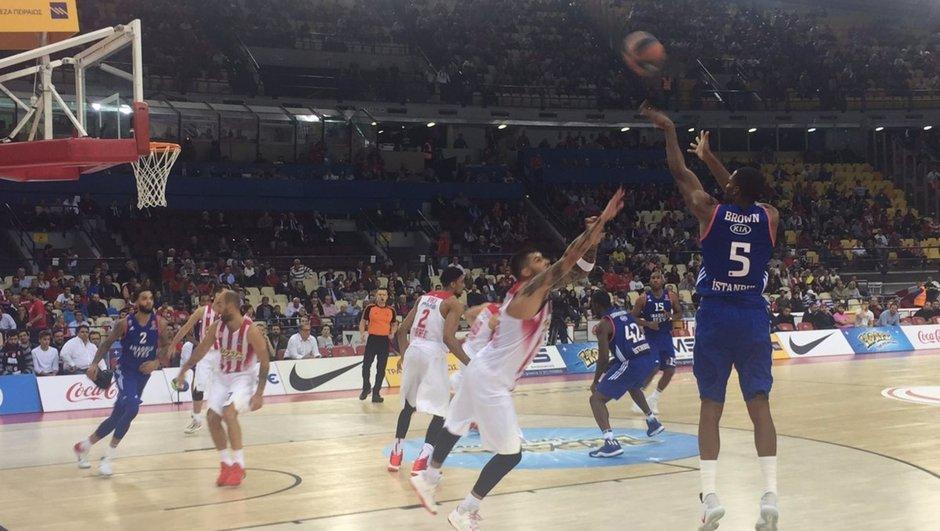 Olympiakos: 90 - Anadolu Efes: 66