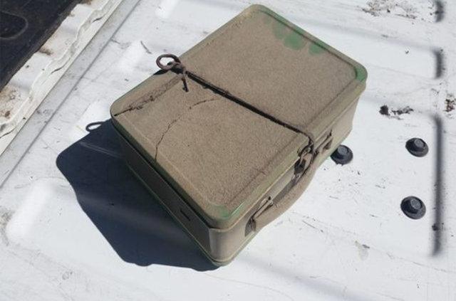 Çatı arasında bulduğu çantadan küçük bir servet çıktı
