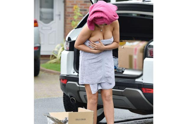 Chloe Ferry sokağa havluyla çıktı