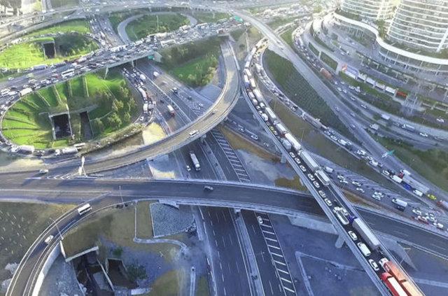 Mahmutbey Kavşağında trafik yoğunluğu artarak sürüyor