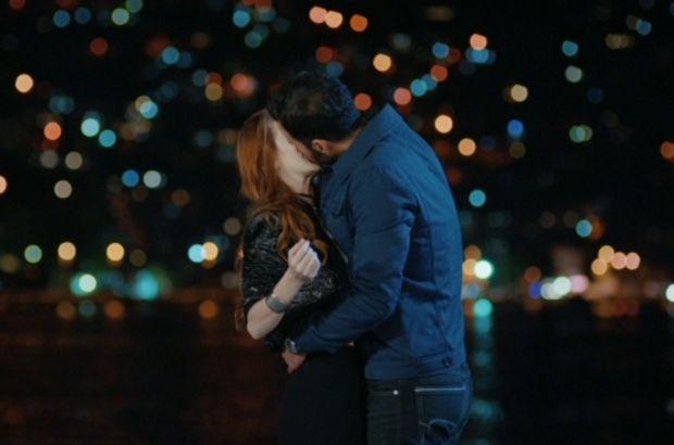 Ömer Defne'yi bir anda öpüyor!