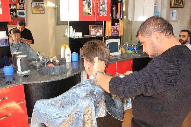 7 yıldır erkek berberine tıraş oluyor
