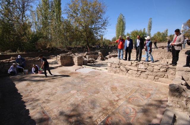 'Mozaik tarlası'nda bin 500 yıllık sikke bulundu