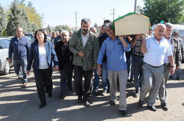 HDP'li vekil gri listedeki PKK'lının cenazesinde