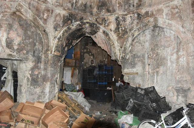 İzmir'deki Kıllıoğlu Hacı İbrahim Vakfı Hamamı manav oldu