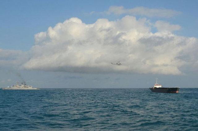 Sürüklenen gemideki mürettebat helikopterle kurtarıldı