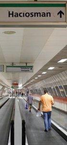 Metroya yazdığı yazı 13 bin TL'ye patladı