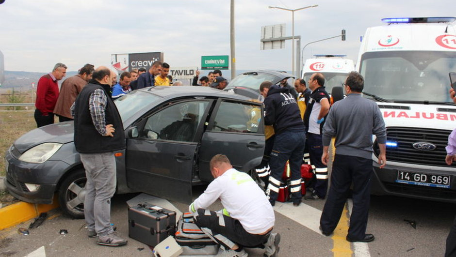 Bolu hasta taşıyan ambulans kaza yaptı 5 yaralı