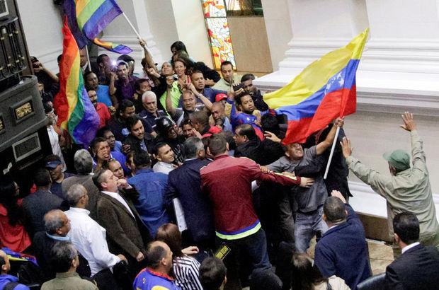 Venezuela'da Maduro destekçileri meclisi bastı