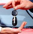 Trafik sigortasında fiyat tartışması tüm hızıyla devam ederken sürücüler, son yılların en ucuz kasko fiyatı ile karşı karşıya. Bugün için kaskoda prim artışı enflasyonun çok altında kalırken, otomobiller için ortalama fiyat bin lira seviyesinde