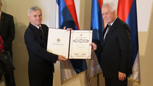 """Sırp meclisinden savaş suçlularına """"teşekkür"""""""