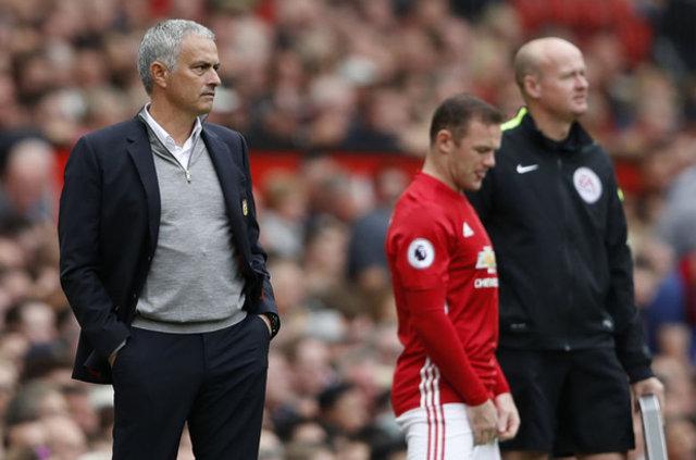 Mourinho Rooney'e kapıyı gösterdi