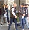 İstanbul'da 26 milyon liralık ikiz plazayı Rus ve Alman firmalara satacağını söyleyerek sahte evrakla 700 bin TL komisyon alan emlak çetesi çökertildi. Emlak sektörünün, milyonlarca liralık vurgun yapan şebekenin liderini 'Plazaların Sülün Osman'ı' olarak tanıdığı ortaya çıktı