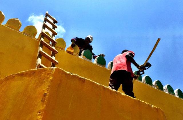 Bütün camiler sarıya boyanıyor!