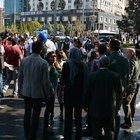 Diyarbakır'da belediye önünde toplananlara vatandaşlardan tepki