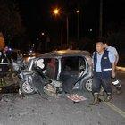 Mersin'de bir otomobil refüje savruldu