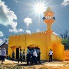 Bütün camiler ve kiliseler sarıya boyanıyor!