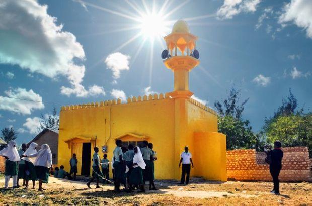 O ülkede bütün camiler sarıya boyanıyor!
