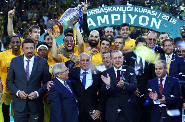 Fenerbahçe Basketbol takımı başantrenörü Obradovic, takımda kalmasının tek yolunun Aziz Yıldırım'ın da kulübün başında olması...
