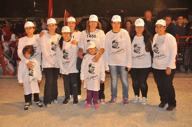 İzmir'de 2123 kişilik zeybek