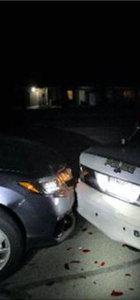 Üstsüz fotoğrafını çekerken polis arabasına çarptı!