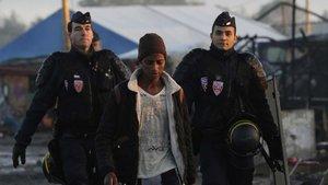 Tahliye edilen Calais kampında 90 sığınmacıya gözaltı