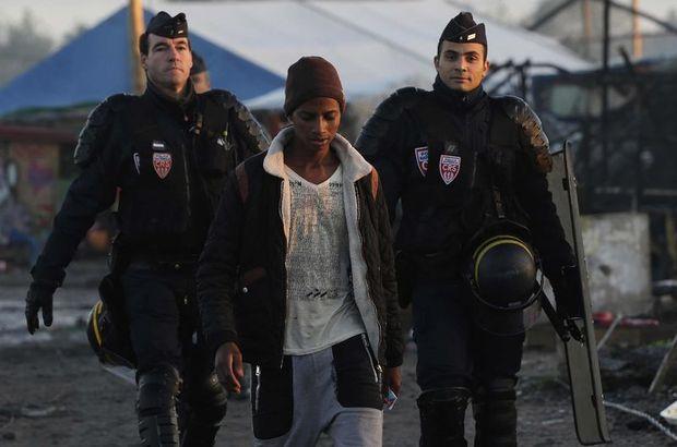 Tahliye edilen Calais sığınmacı kampında 90 sığınmacıya gözaltı