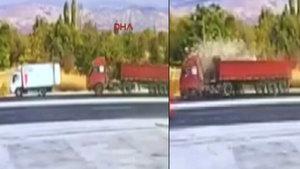 TIR'ın kamyonete çarpması kamerada