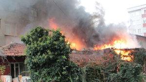 Tinerciler Kartal'da gecekonduyu ateşe verdi!