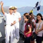 Çocuklar askeri gemi ve denizaltıları gezdi