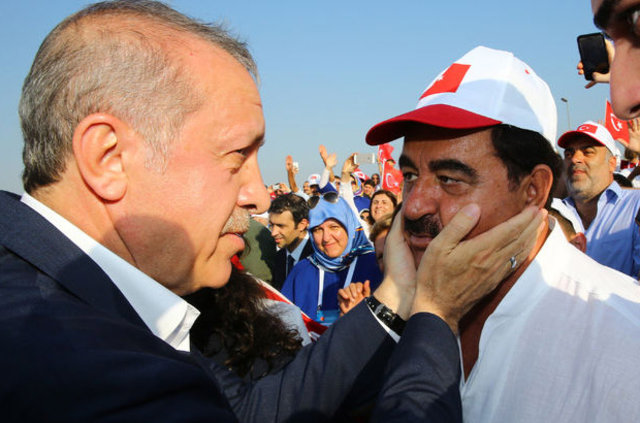 İbrahim Tatlıses'ten '29 Ekim resepsiyonu' özrü