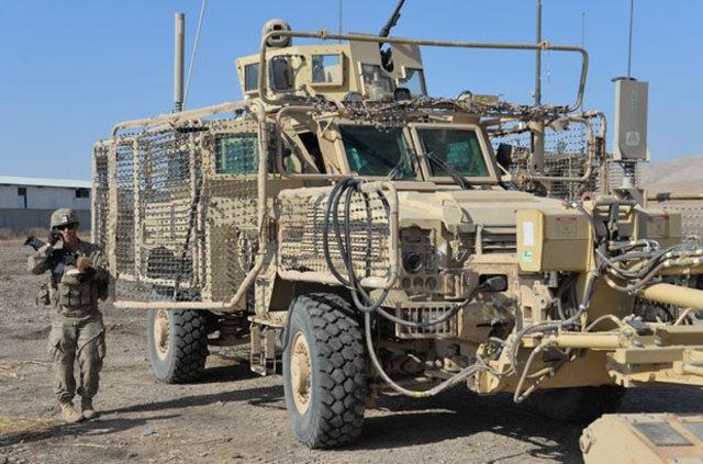 Musul'daki ABD askerleri sahada görev yaparken görüntülendi