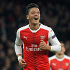ARSENAL'İN YILDIZI MESUT DA 'İÇERDE'