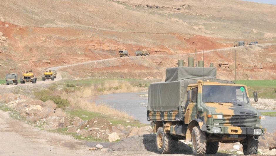 Hakkari'nin Çukurca ilçesinde PKK'lı teröristlerce düzenlenen saldırıda 3 asker şehit oldu, 5 asker ise yaralandı.