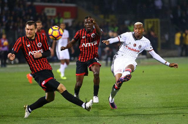 Gençlerbirliği - Beşiktaş maçında ayağı kırılan Talisca'nın, sıcağı sıcağına ağrıyı hissetmeyip oynamayı sürdürmüş