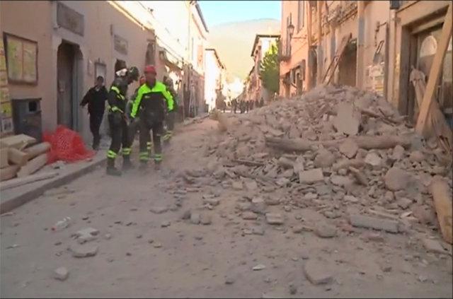 İtalya'da meydana gelen şiddetli depremin ardından ilk görüntüler