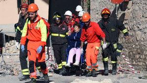 İtalya şiddetli depremle sarsıldı!