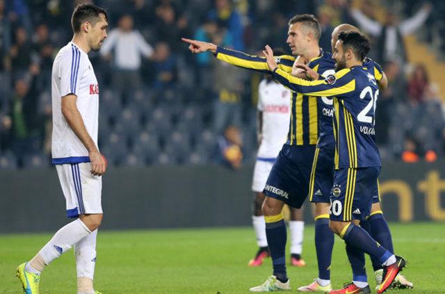 Sarı-lacivertli takımın dünyaca ünlü forveti Robin Van Persie'nin Spor Toto Süper Lig'deki gol katkısı dikkat çekiyor
