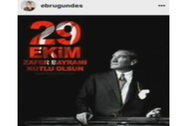 Ebru Gündeş Cumhuriyet yerine Zafer bayramını kutladı
