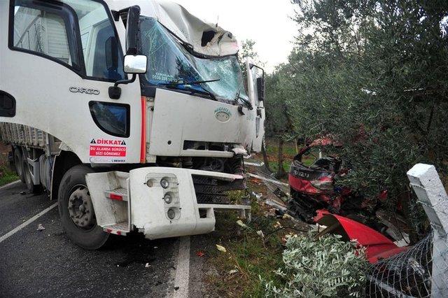 Kazada ölen şoförünün başında böyle gözyaşı döktü