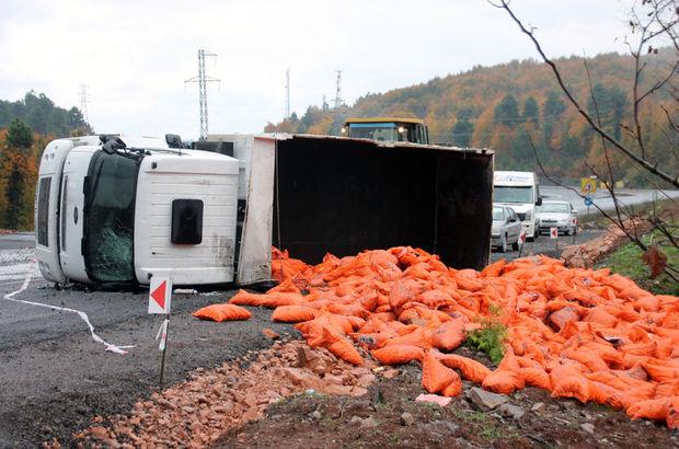 Zonguldak'ta kamyon devrildi