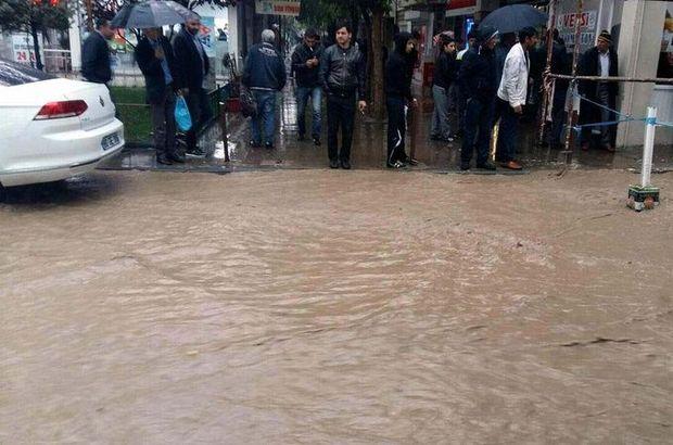 Siirt'te yağmur hayatı felç etti
