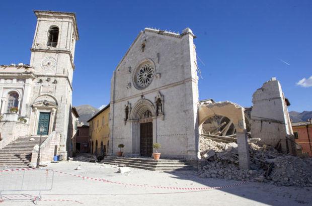 İtalya'da zemin 70 santimetreye kadar çöktü!