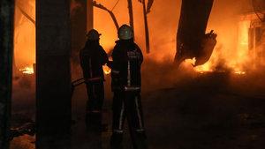 Silivri'de fabrika yandı!
