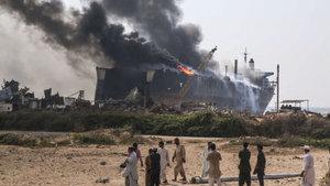 Pakistan'da tanker faciası: 14 ölü, 59 yaralı