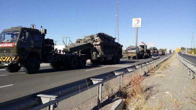 Tank konvoyu Silopi yolunda