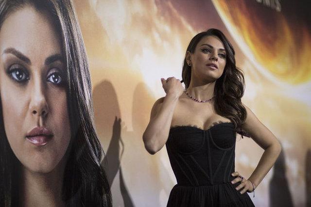 Mila Kunis: 'Soyunmazsan kariyerini bitiririm diye tehdit etti'