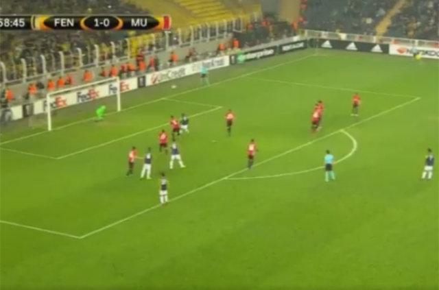 Lens'in Manchester United'a attığı frikik golü