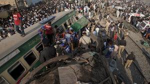 Pakistan'da tren kazası: 17 ölü