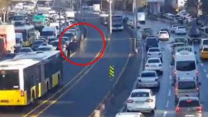 Çırılçıplak metrobüs yoluna atlayan vatandaş şoke etti